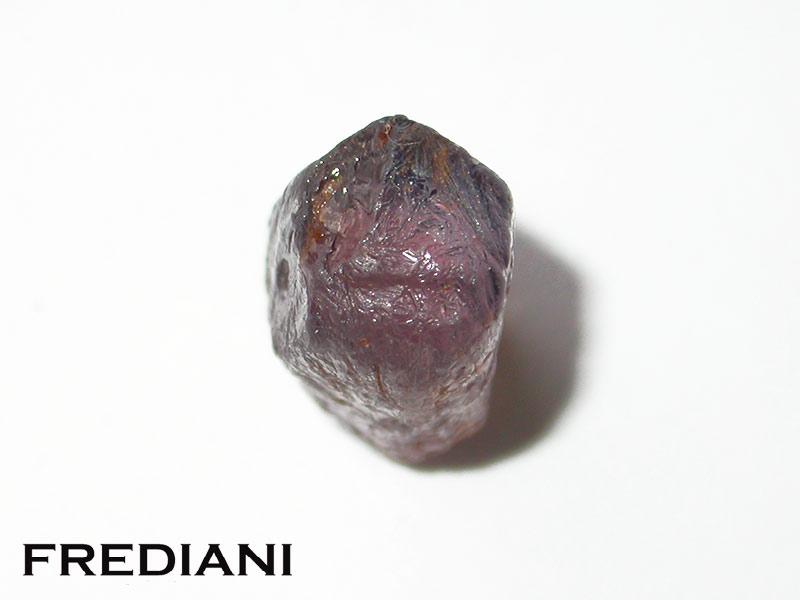 Saphir rose, du brut à la pierre taillée