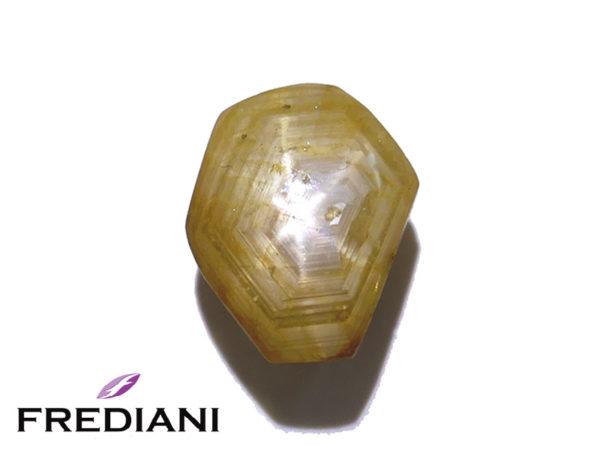 Saphir jaune étoilé naturel