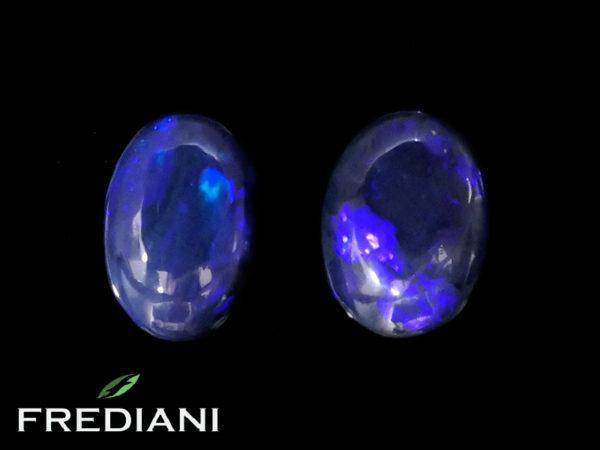 Appairage d'opales noires cabochons naturelles