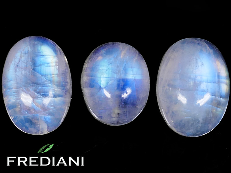 Pierres de lune ovales naturelles