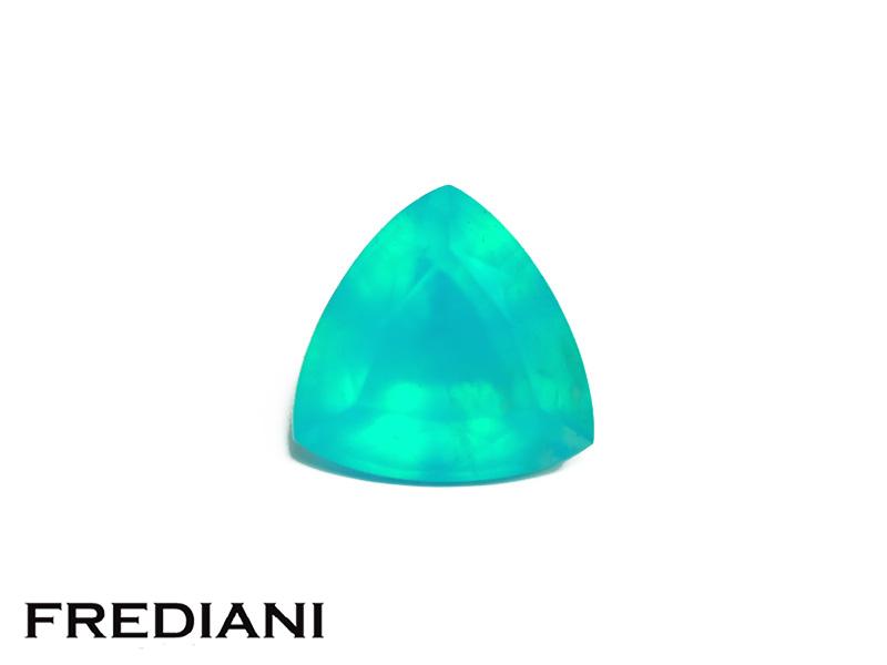 Opale bleue troïdia naturelle