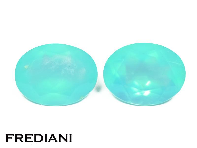 Appairage d'opales bleues ovales naturelles