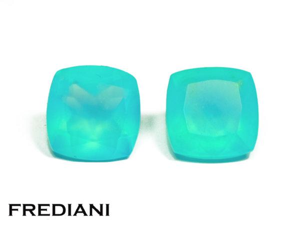 Appairage d'opales bleues coussins naturelles