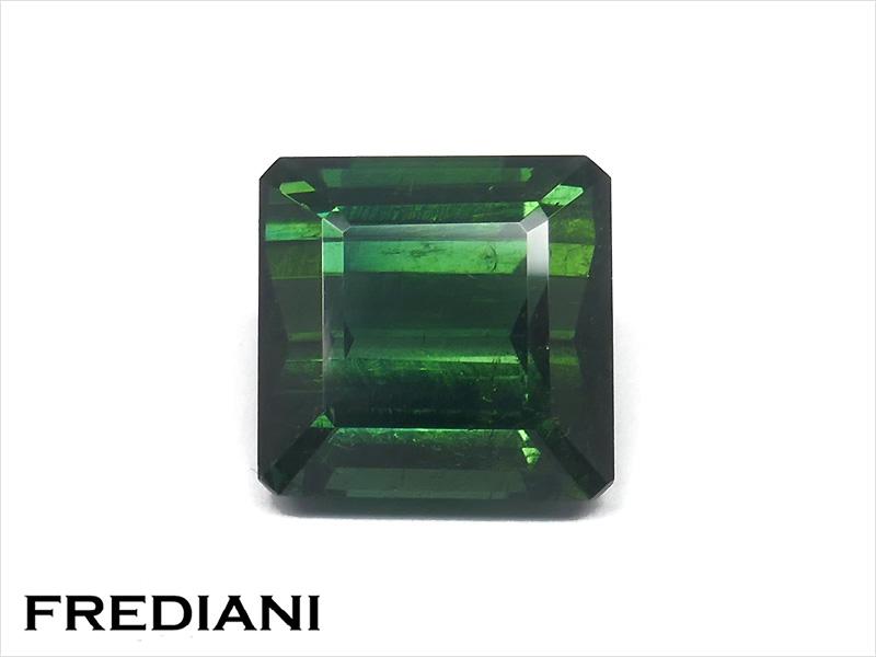 Tourmaline verte carrée naturelle