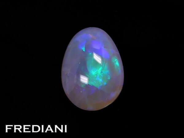 Opale noire cabochon naturelle